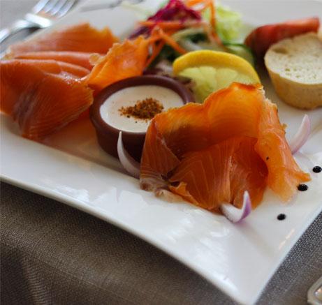 entree-froide-saumon-fumee-a-lauberge-de-lile-potivy