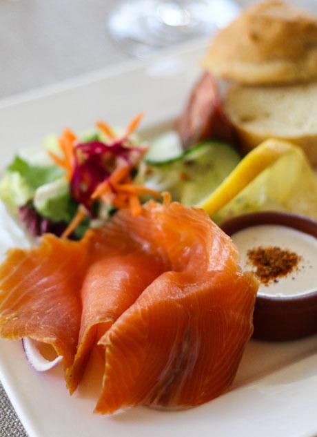 saumon-fume-restaurant-pontivy-auberge-de-lile